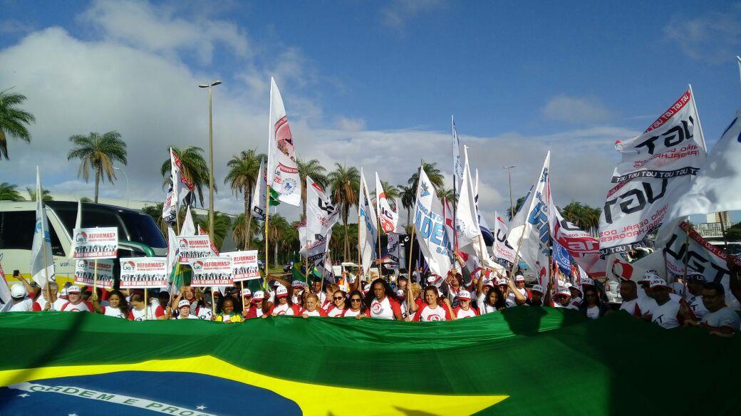 Inf.17/686 - Brasília tem a maior mobilização contra conjunto de reformas do governo federal